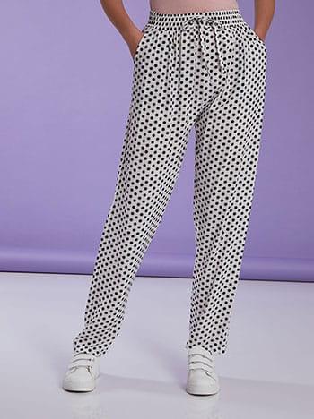 Πουά βαμβακερό παντελόνι, ελαστική μέση, διακοσμητικό κορδόνι, με τσέπες, ασπρο-μαυρο