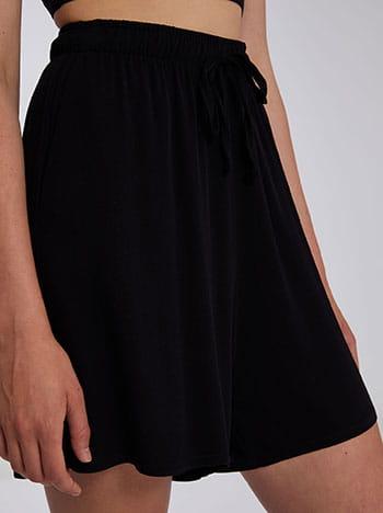 Σορτς με τσέπες, ελαστική μέση, διακοσμητικό κορδόνι, μαυρο