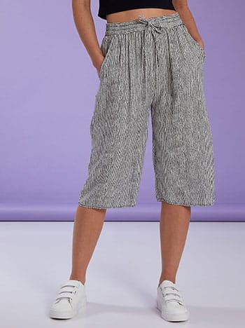 Κάπρι ριγέ παντελόνα, ελαστική μέση, με τσέπες, διακοσμητικό κορδόνι, ασπρο-μαυρο