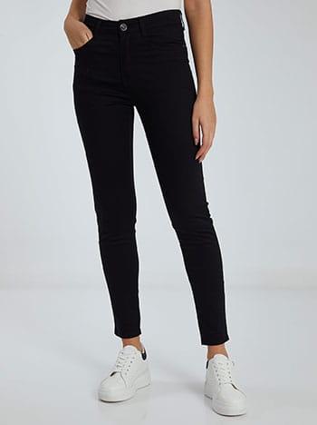Ψηλόμεσο παντελόνι, πέντε τσέπες, κλείσιμο με φερμουάρ και κουμπί, θηλιές στη μέση, ύφασμα με ελαστικότητα, μαυρο