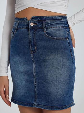 Τζιν φούστα, πέντε τσέπες, κλείσιμο με φερμουάρ και κουμπί, θηλιές στη μέση, ιντιγκο