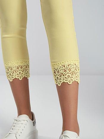 Παντελόνι με κέντημα στο τελείωμα, ελαστική μέση, πίσω τσέπες, ύφασμα με ελαστικότητα, κιπούρ, κιτρινο ανοιχτο