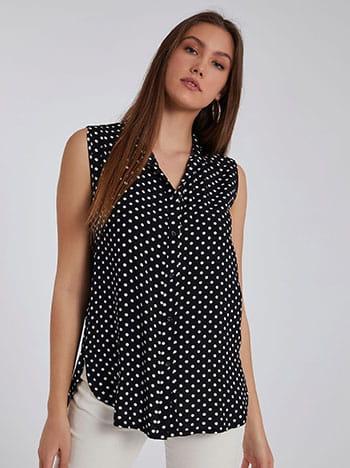 Πουά αμάνικο πουκάμισο, κλείσιμο με κουμπιά, κλασικός γιακάς, καμπύλη στο τελείωμα, ανοίγματα στο πλάι, μαυρο λευκο