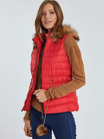 Μπουφάν γιλέκο με λεπτομέρειες συνθετικής γούνας, αποσπώμενη κουκούλα, κλείσιμο με φερμουάρ, διακοσμητική αλυσίδα, κοκκινο