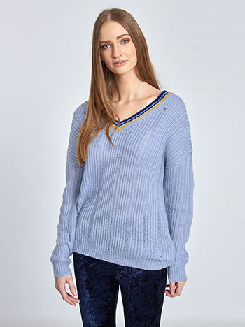 5d0a9f052e9f Πλεκτό πουλόβερ με ρίγες στη λαιμόκοψη