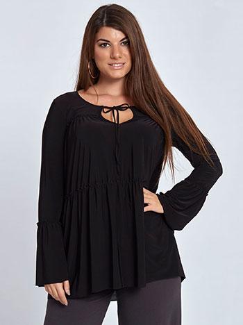 Plus size μπλούζα με βολάν και σούρες, δέσιμο στη λαιμόκοψη, μανίκι καμπάνα, αφινίριστο τελείωμα, απαλή υφή, μαυρο