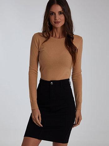 Ελαστική φούστα, πέντε τσέπες, θηλιές στη μέση, ύφασμα με ελαστικότητα, κλείσιμο με φερμουάρ και κουμπί, μαυρο