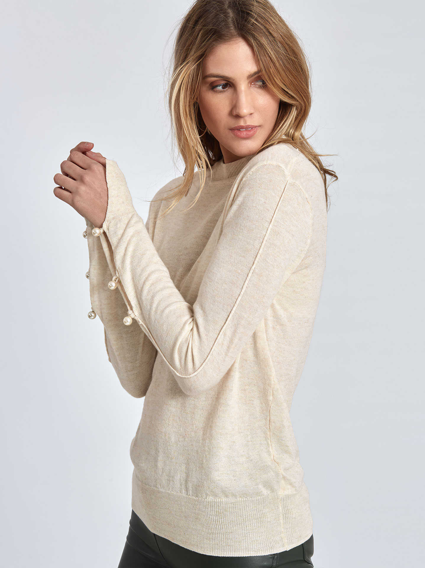 Fine-knit sweater with pearls on sleeves in off white 1ddd05322