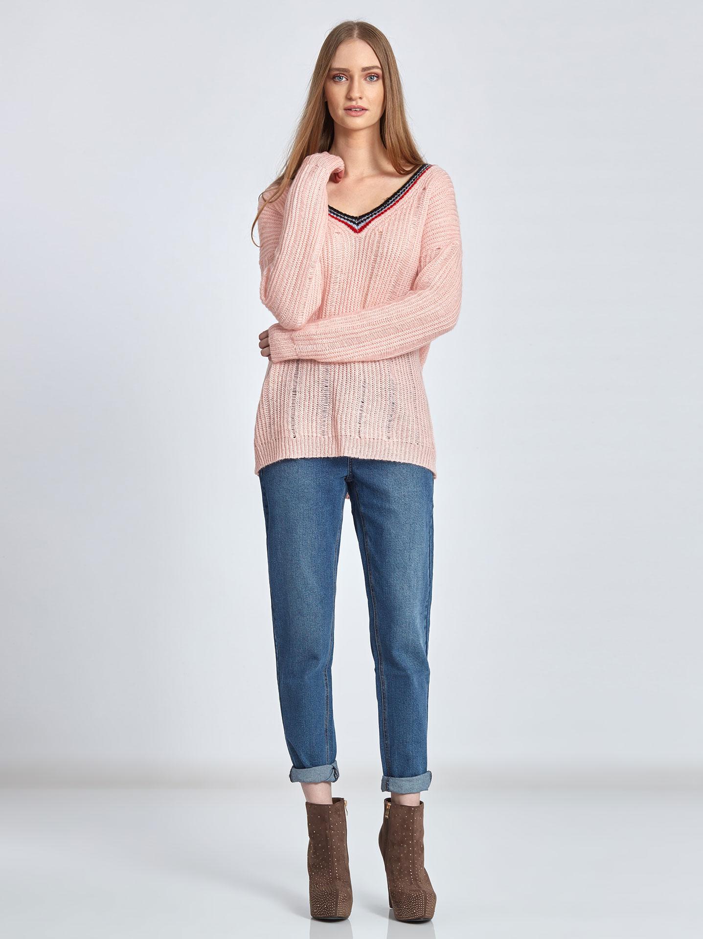 c39339786348 Πλεκτό πουλόβερ με ρίγες στη λαιμόκοψη σε ροζ