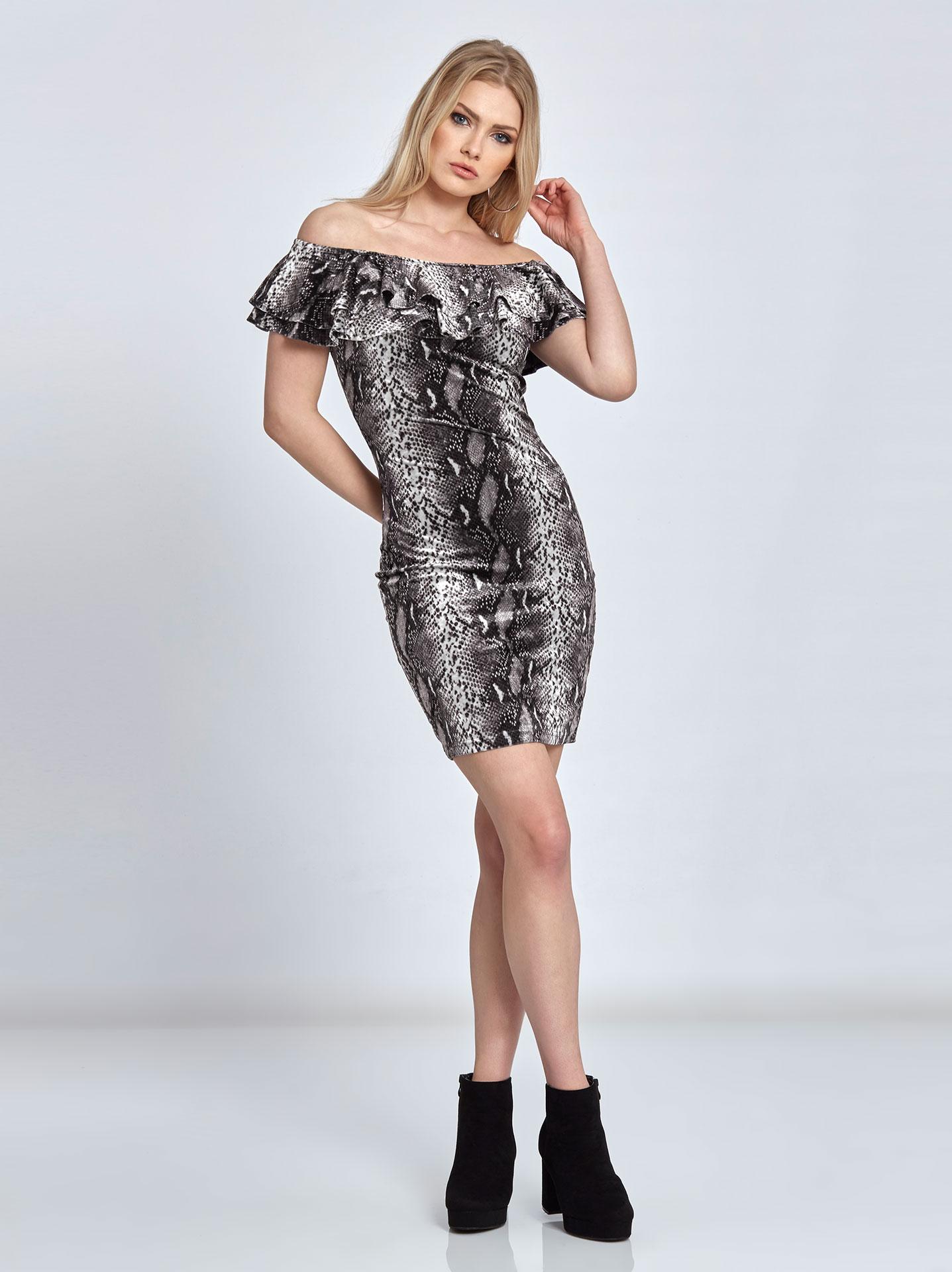2dc606887164 Mini βελουτέ φόρεμα σε τύπωμα φίδι σε φιδι