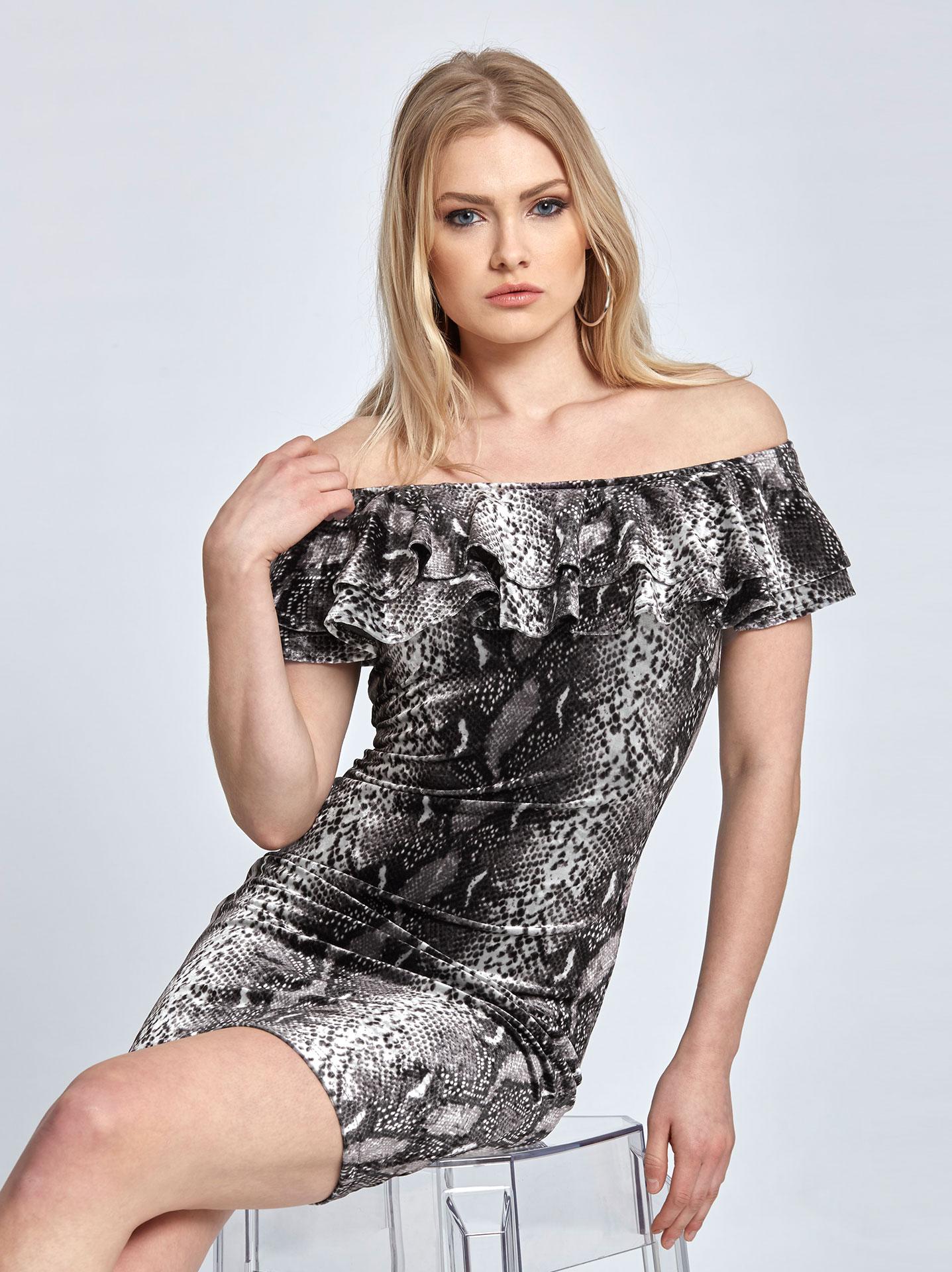 cd2d93e667a3 Mini βελουτέ φόρεμα σε τύπωμα φίδι σε φιδι