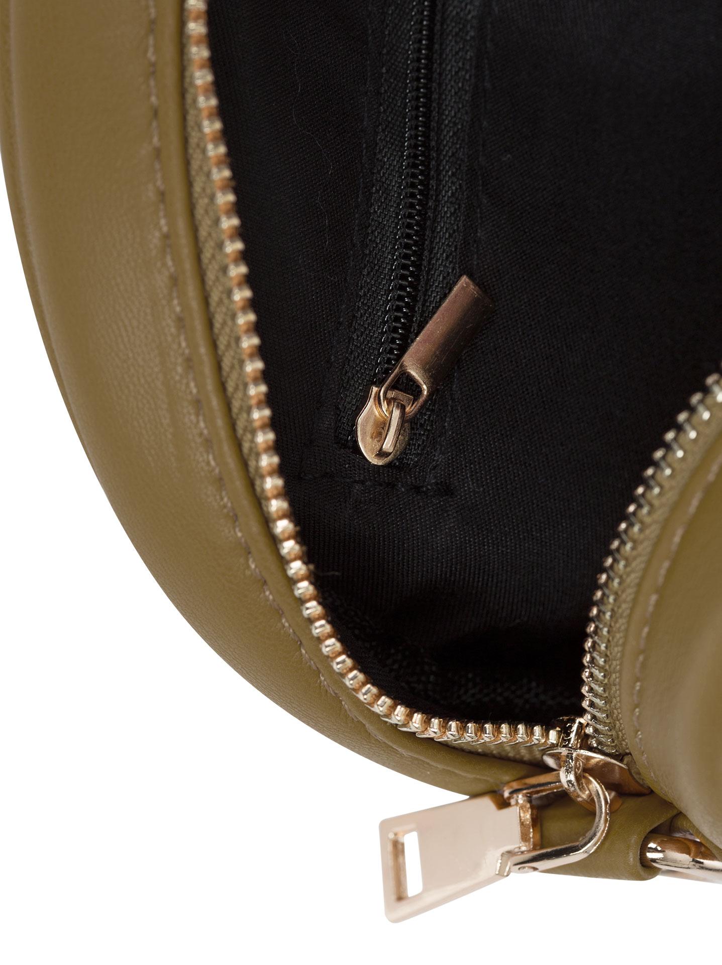 Στρογγυλή ανάγλυφη τσάντα με κρίκο σε λαδι 34bf938d7ef