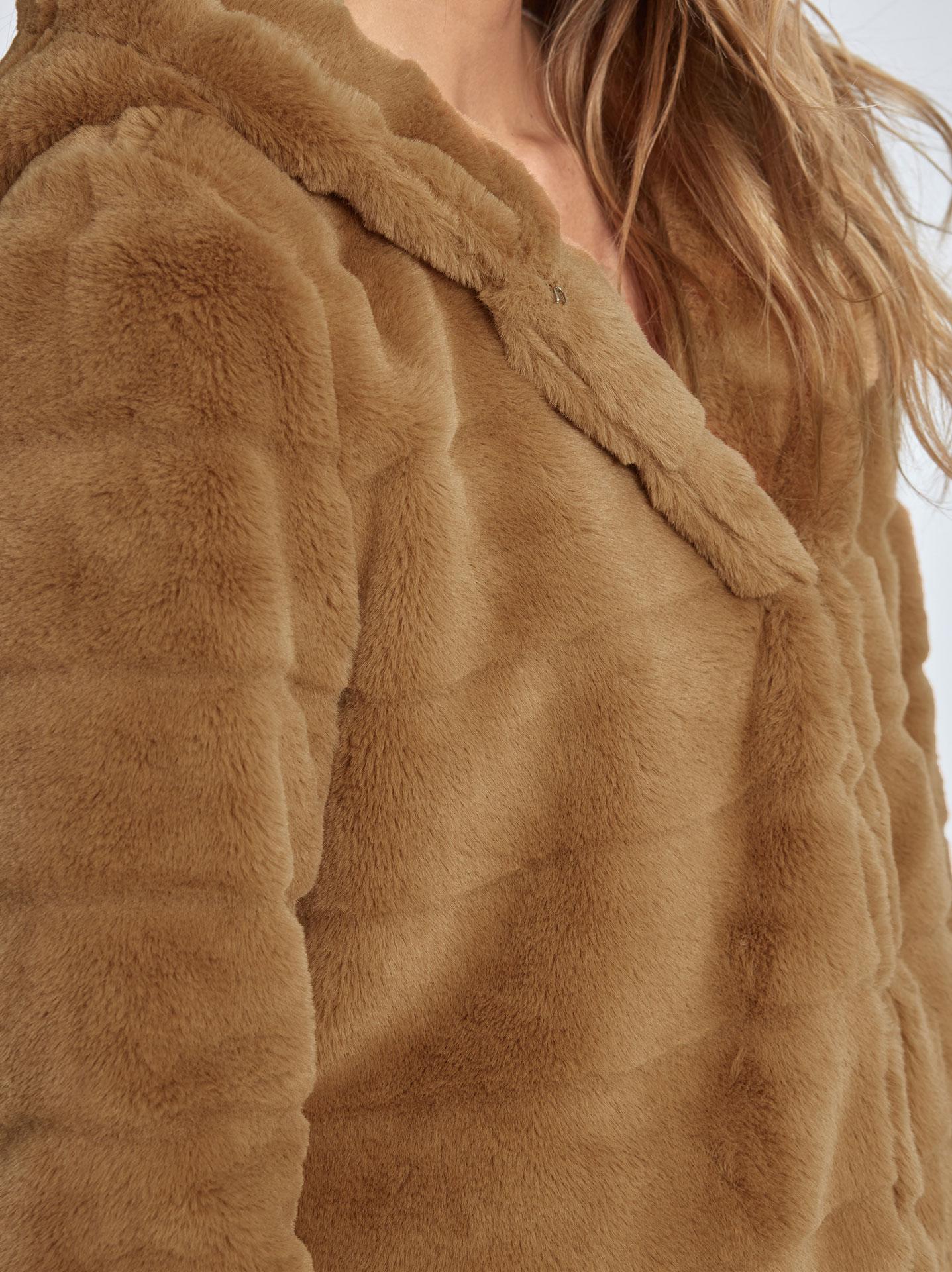 Παλτό από οικολογική-συνθετική γούνα σε καμηλο 67dc8b70bf3