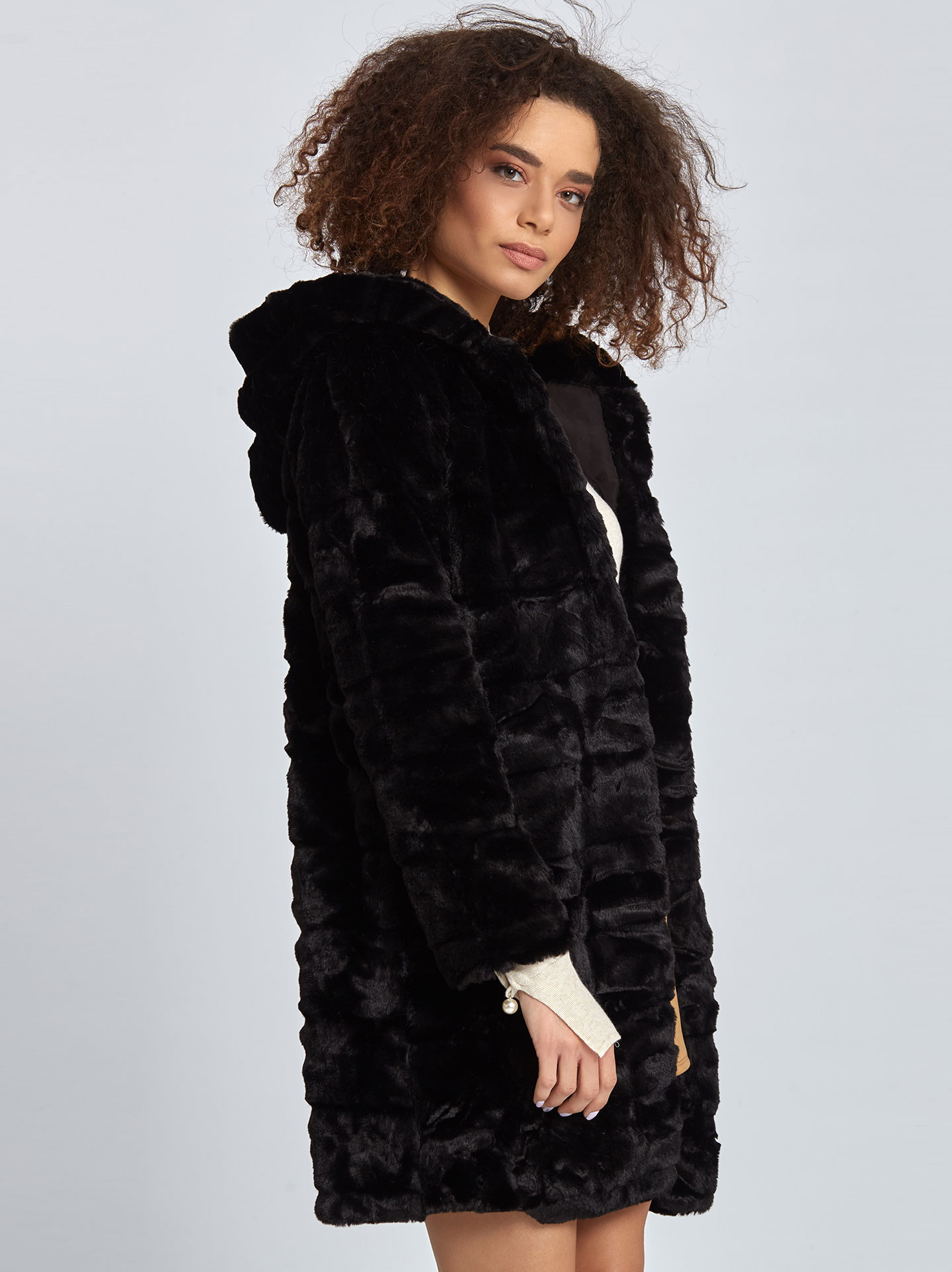 Παλτό από συνθετική-οικολογική γούνα σε μαυρο 49cdca0f8bf