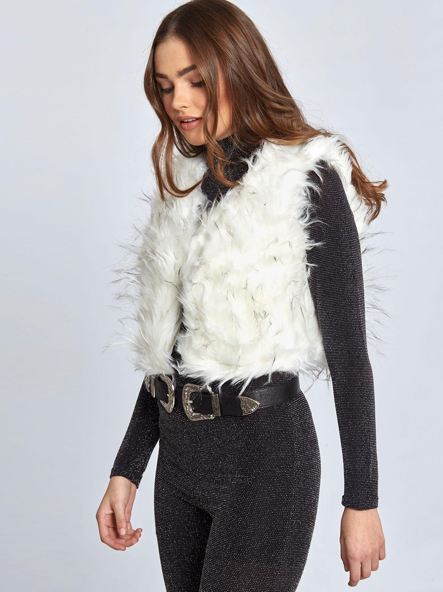 ac04a6306814 Κοντό γιλέκο από συνθετική γούνα σε λευκο