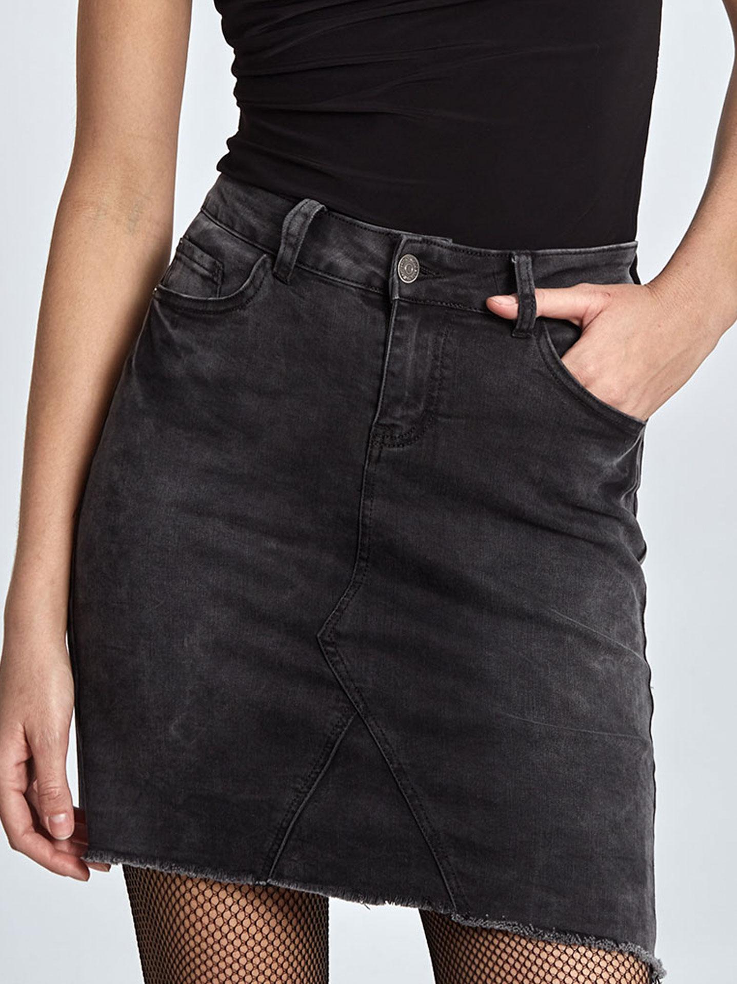 Ξεβαμμένη τζιν φούστα σε μαυρο c1e45e45e5b