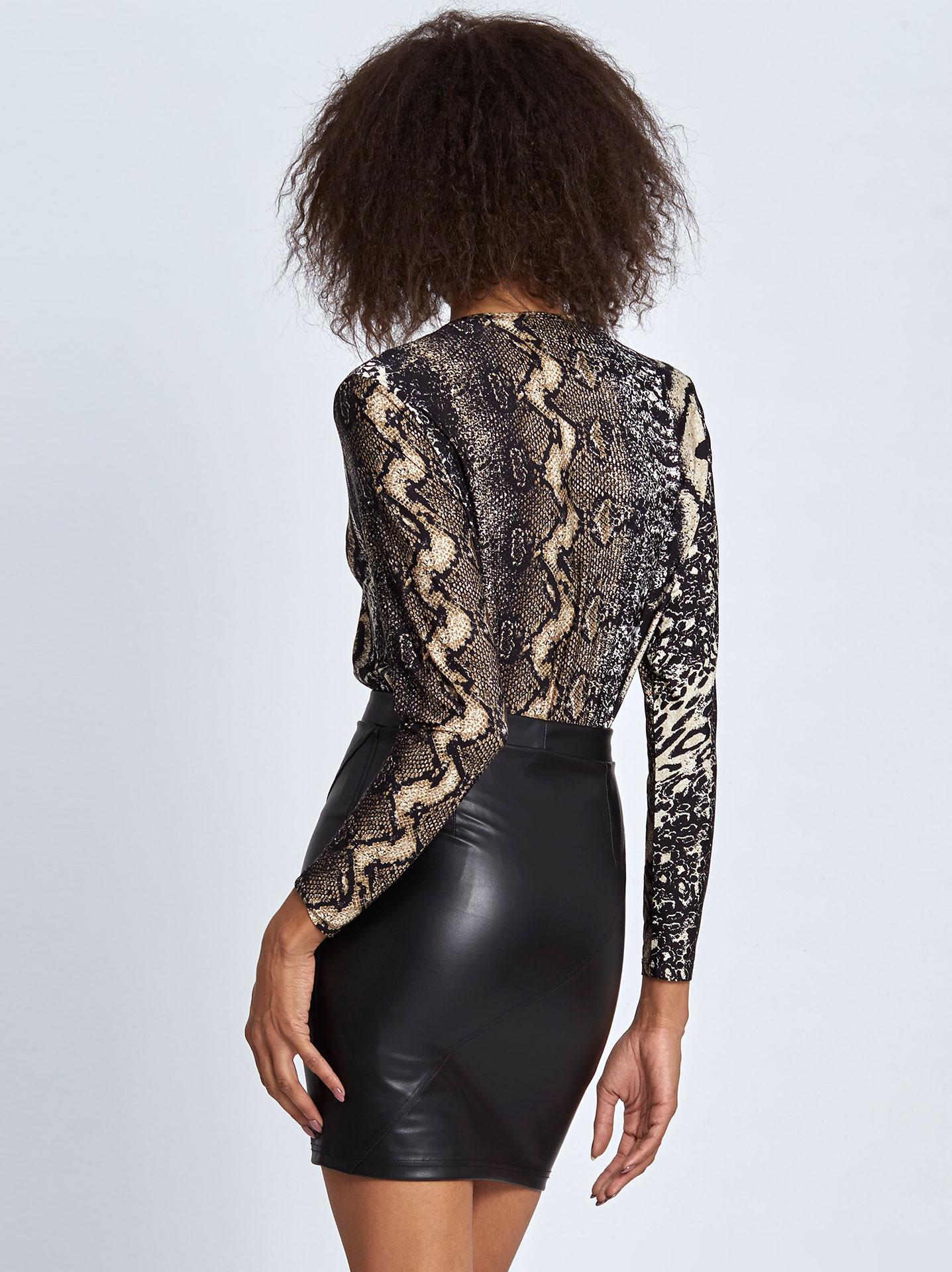Στενή mini φούστα από δερματίνη σε μαυρο 972e51a673a