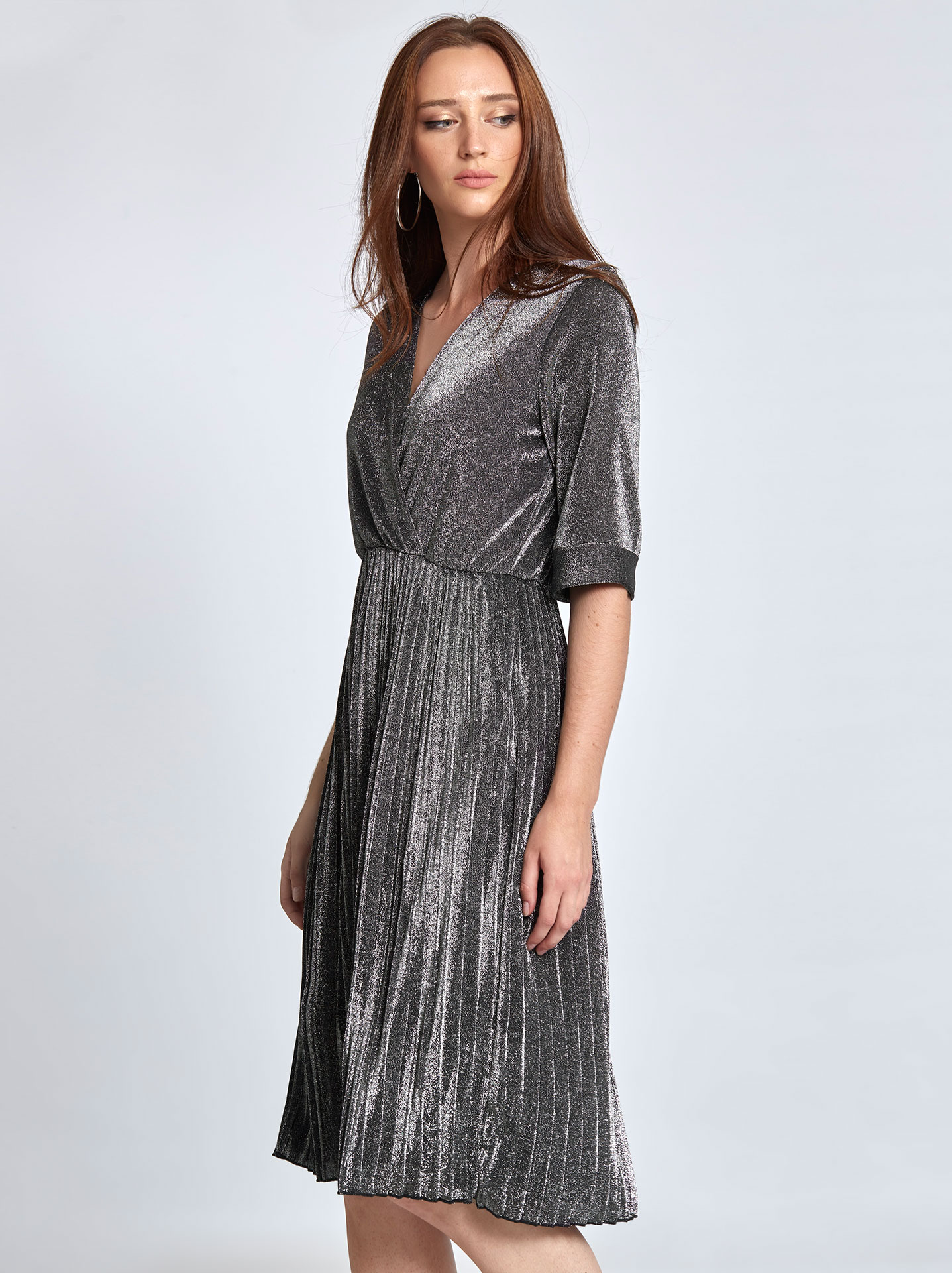 66c3e10c683 Μεταλλιζέ πλισέ φόρεμα σε γκρι σκουρο, 16,95€ | Celestino