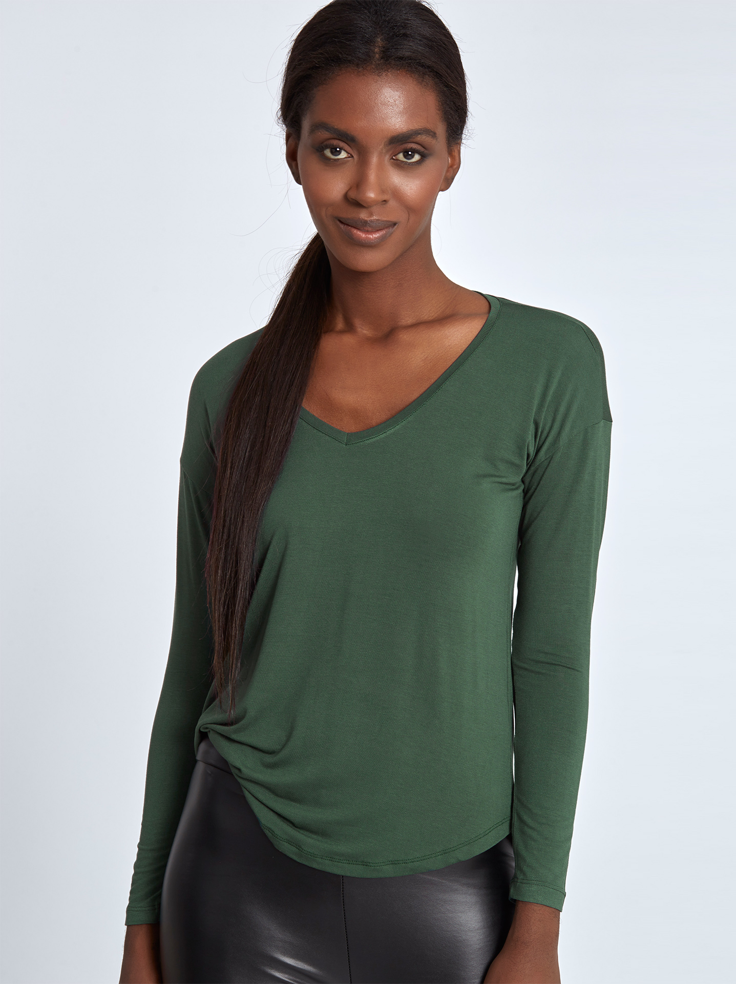 721364313eea Top with round hem dark green