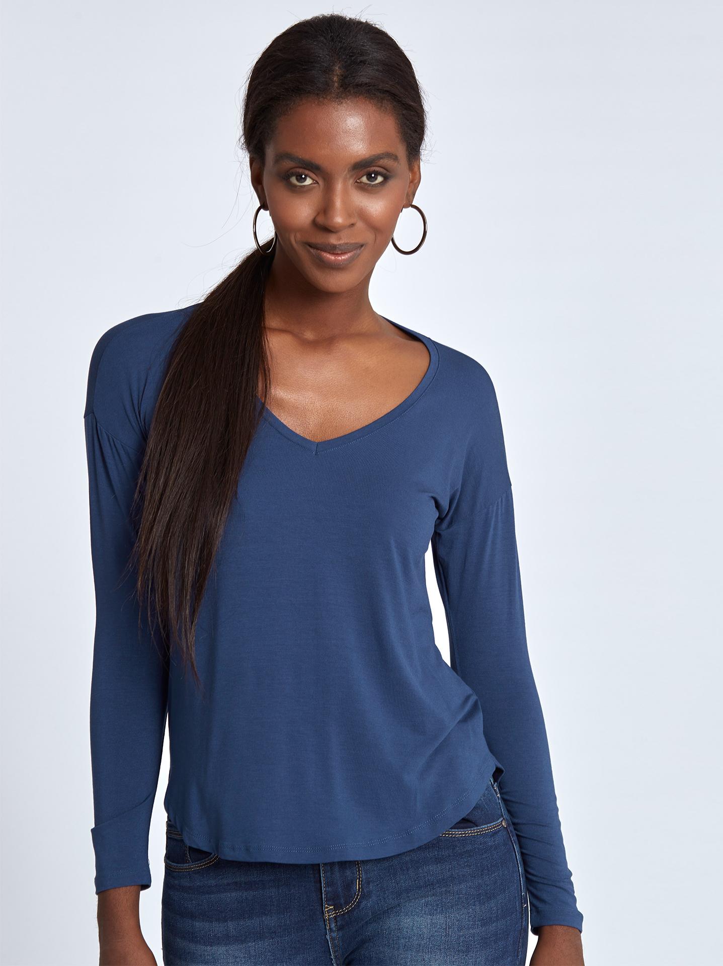 b0b44ca451b4 Μπλούζα με καμπύλη στο τελείωμα σε μπλε