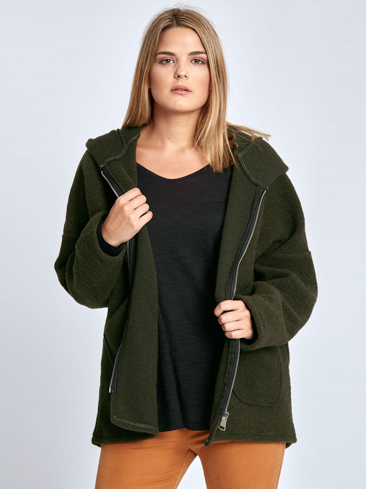 Μπουκλέ παλτό με κουκούλα curvy σε χακι 2122cc520db